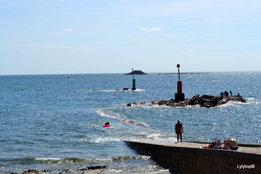 Du port Racine au phare de Goury