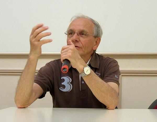Le professeur Axel Kahn a proposé une passionnante conférence sur l'avenir de l'homme face au monde robotisé....