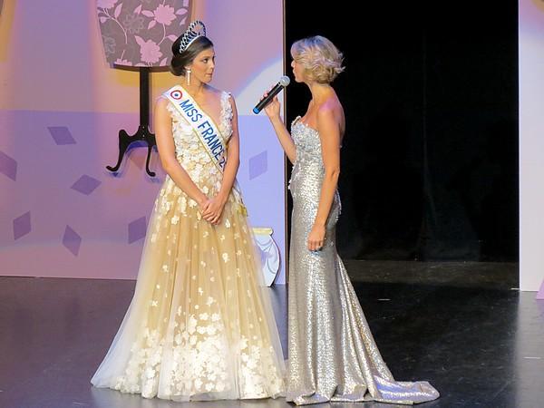 Présentation de Miss France et de ses dauphines par Sylvie Tellier