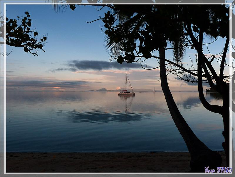 Lever du jour vu de la Baie d'Avea - Huahine - Polynésie française