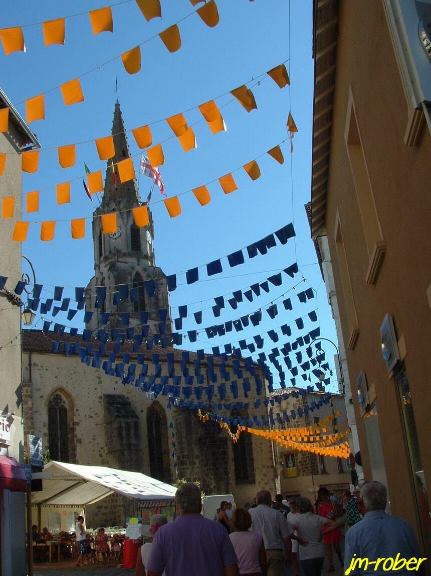 Le 56ème Festival de Confolens «ville en fête(1) » ce jeudi 15Août 2013, un carnet de voyage avec tous les groupes folkloriques.
