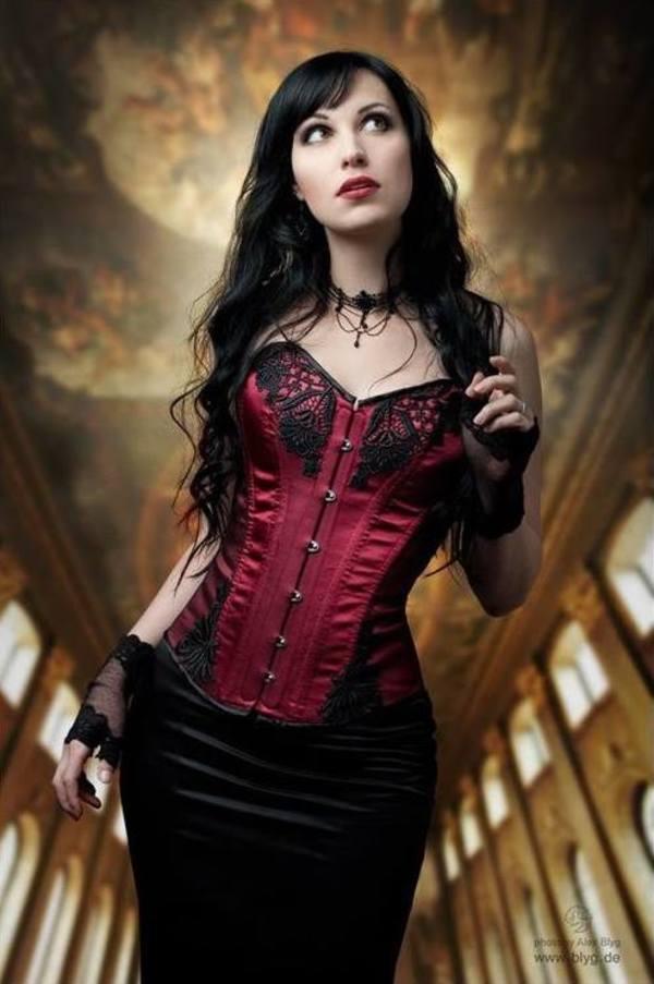 Goths en rouge et noir