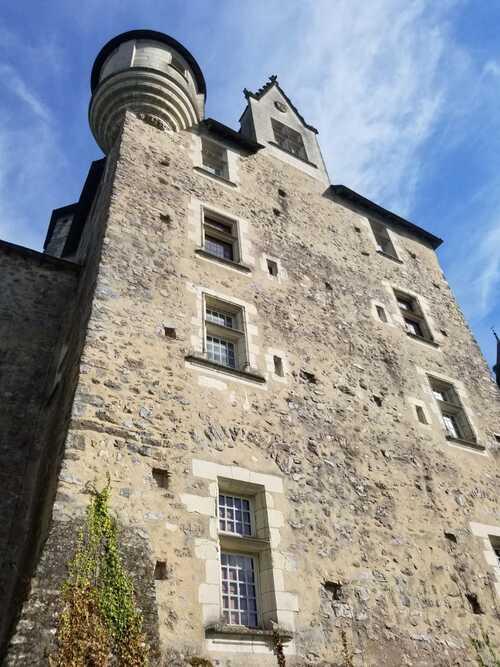 le Chateau et  l'Hotel Dieu de BAUGE