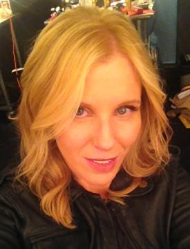 Claudia Lonow signe un accord avec Universal Télévision.
