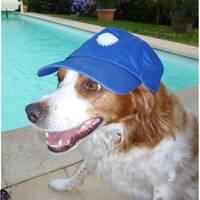 Emy avec la casquette de son papou