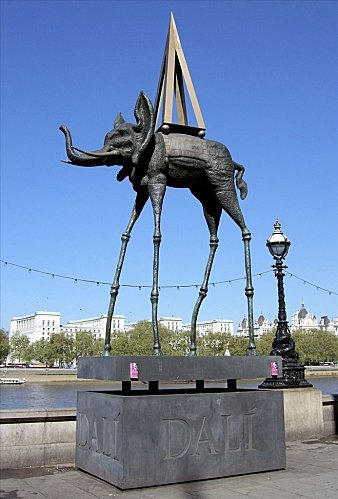 Eléphanphare - Space elephant Statue - Dali, South Bank, London - www.fotopedia.com