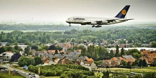 Wolu1200 : Ras-le-bol des avions qui passent au-dessus de votre maison ! Portez plainte via...