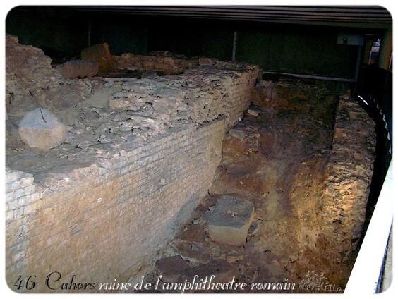 ruine de l'amphithéâtre romain