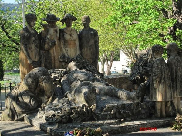 MONUMENT AUX MORTS LODEVE (4)
