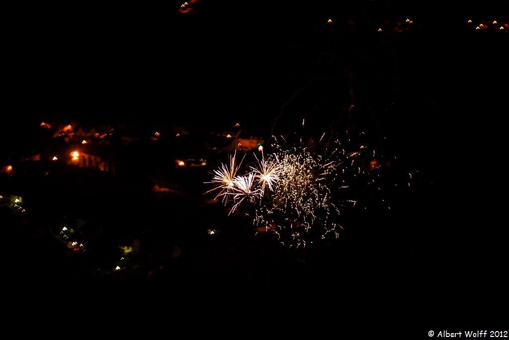 Par dessus  les feux d'artifice
