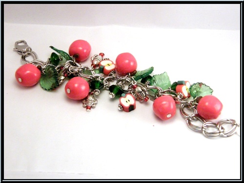 Bracelet gourmette pomme rouge en fimo.