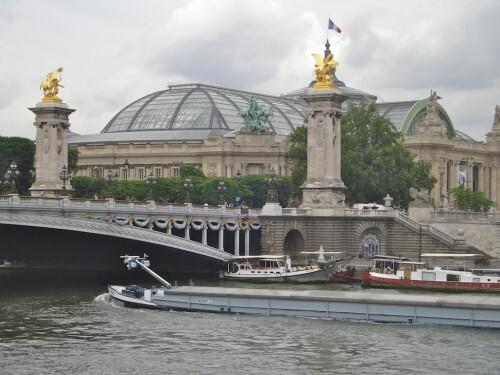 pont-Alexandre-III-statues-dorees-.jpg