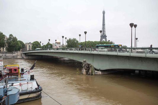 La Seine atteignait les genoux de la statue du zouave, le 2 juin à Paris.