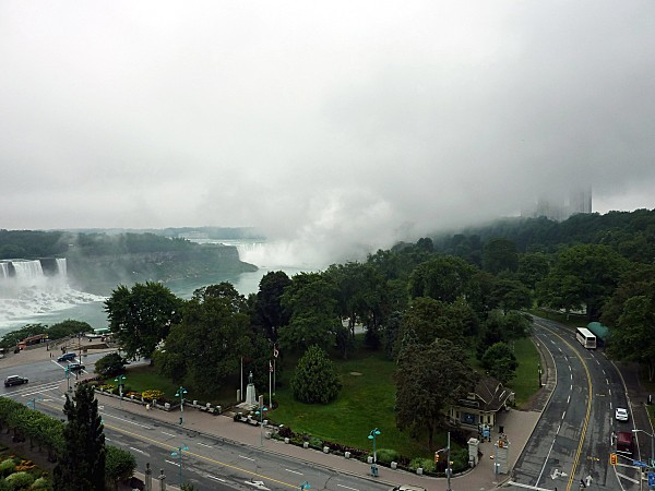 Niagara-Falls-brume-et-pluie-b.jpg