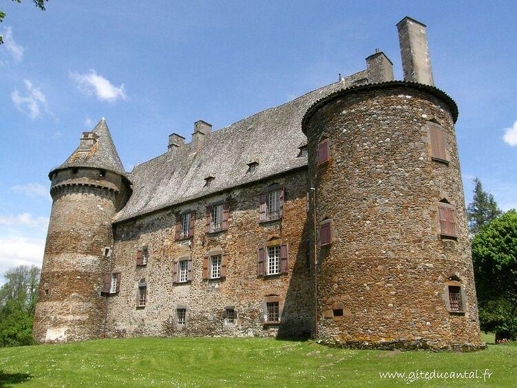 Façade arrière du château de Conros.JPG