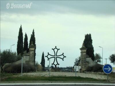 Rond-point Aubord Gard Languedoc-Roussillon une croix occitane