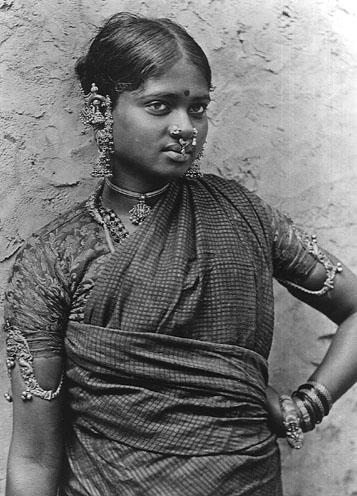 Shilpa sashtra,traité des arts appliqués ...un exemple: parure de tête pour cérémonie au taureau Nandi: Thalaïkachchu