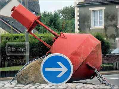 Rond-point Trégunc Finistère Bretagne bouée