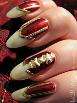 Nail Art - Corset Rouge et Or