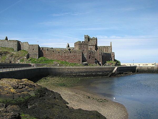 800px-Isle of Man Peel Castle