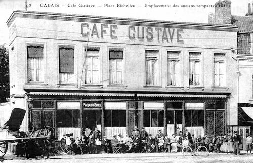 Le café de la famille Pacqueu face au jardin Richelieu