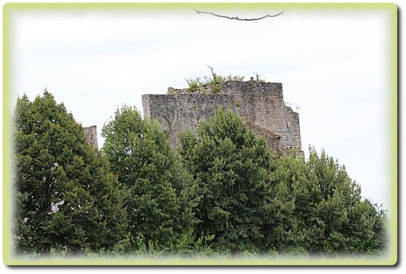 Sur la route du Château de Rfoquetaillade