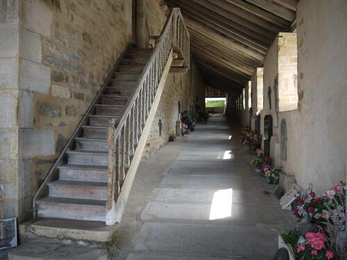 Les allées couvertes de l'église