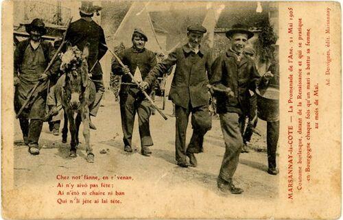 """Un charivari à Marsannay-la-Côte, en 1905 : """"Coutume burlesque (…) qui se pratique en Bougogne chaque fois qu'un mari a battu sa femme au mois de mai"""""""