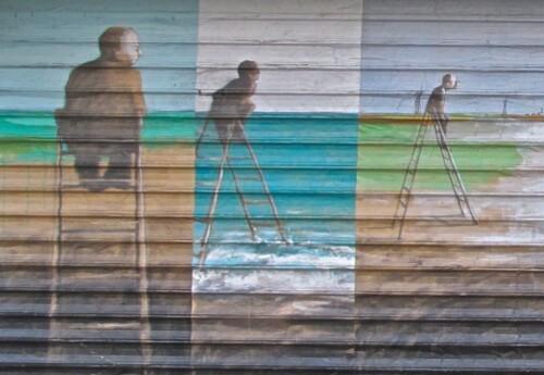 Homme bouée échelle street-art 2