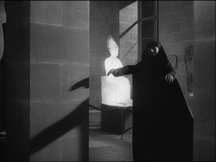 La légende du fantôme du Louvre