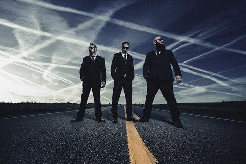 BACKSTABBER - Détails et extrait du nouvel album Conspiracy Theorist