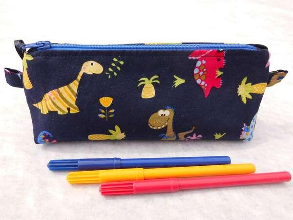 Trousses à crayons avec des dinosaures