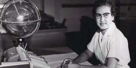 Katherine Johnson a travaillé au Centre de recherche Langley (Virginie occidentale), de 1953 à 1986.