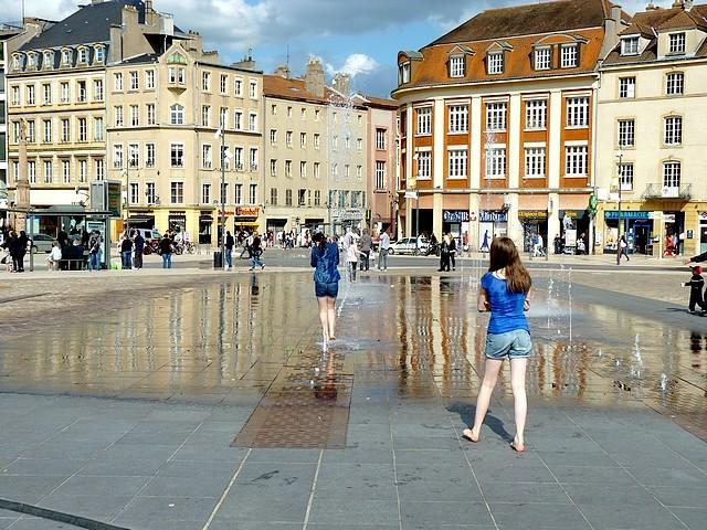 Filles place de la République de Metz 13 Marc de Metz 2012