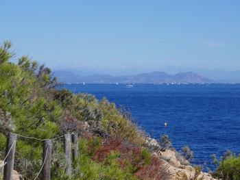 De l'autre côté de la Baie de Saint Raphael, l'Estérel et, tout au fond, le Mercantour
