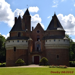 Le château de Rambures et sa Roseraie