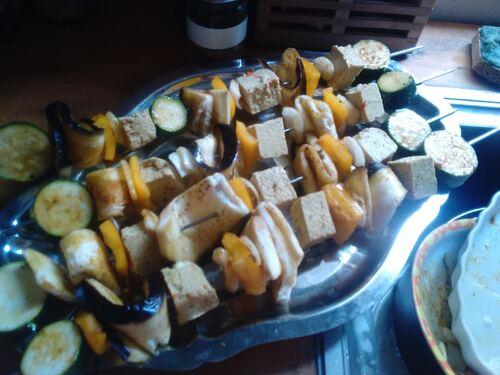 Brochettes de légumes et tofu au curry {Vegan}