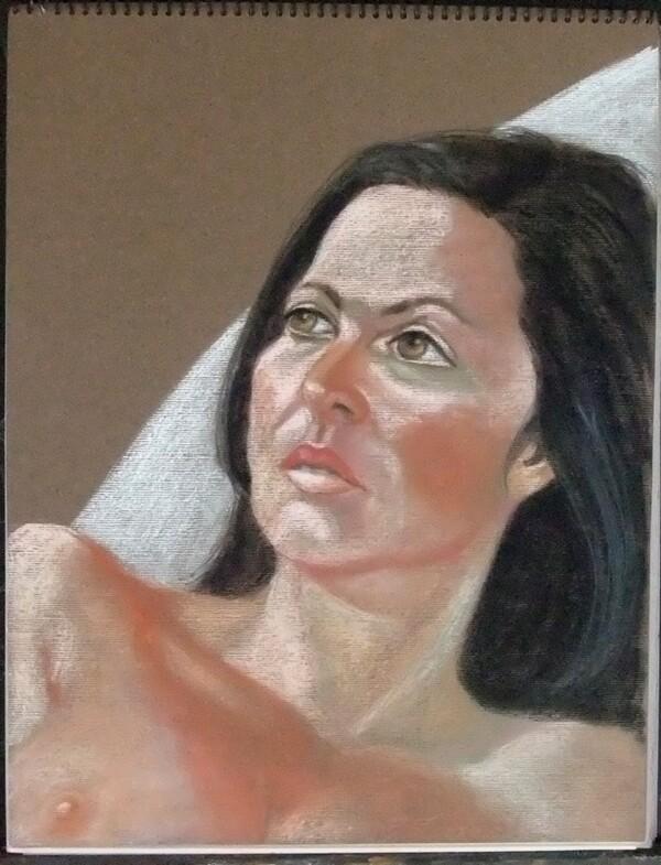 Portrait au pastel terminé : jeune femme brune