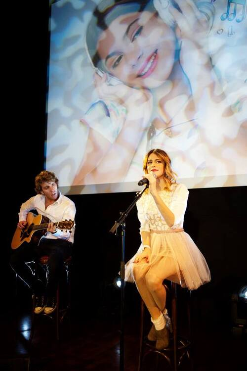Showcase de Tini à Paris