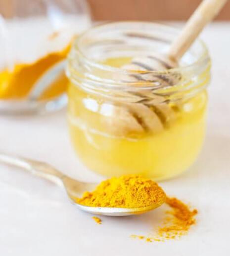 Comment-preparer-le-curcuma-au-miel-d'abeille