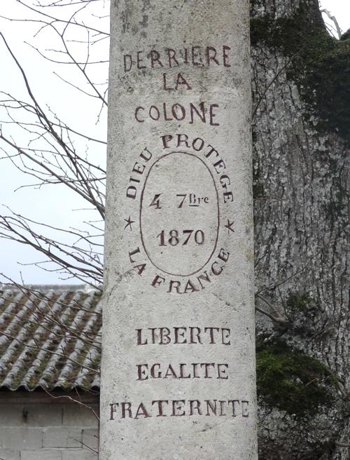 """Les """"colonnes civiques"""" de Villaines en Duesmois"""