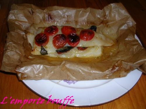 Filet de flétan, tomates séchées, tomates cérise et basilic en papillote
