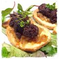 Tartine de boudin Antillais sur sa compotée d'oignons caramélisé