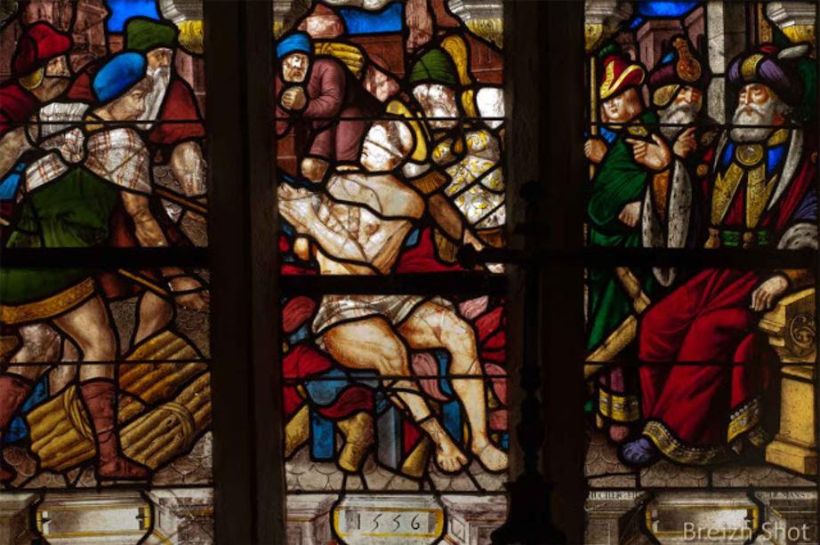 Saint-Herbot :   Le martyre de Saint Laurent vitrail daté de 1556 comme celui de Saint Yves