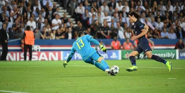 Football - Ligue des Champions - Edinson Cavani a manqué trop d'occasions face à Arsenal. (A. Mounic/L'Equipe)