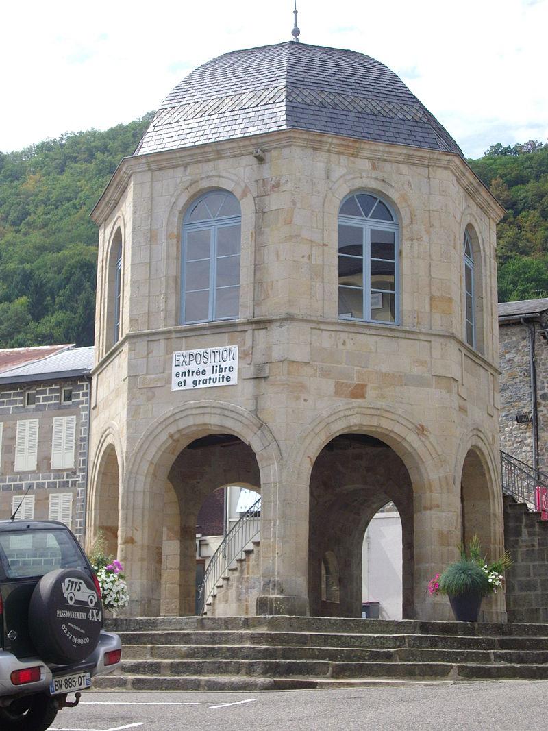 Bort-les-Orgues - halles (1).JPG