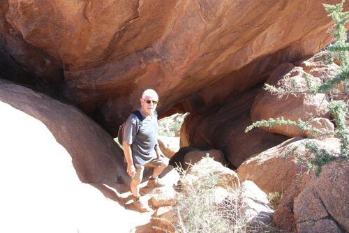 Voilà le rocher troué où nous devons passer