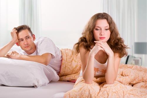 couple-malheureux-chambre