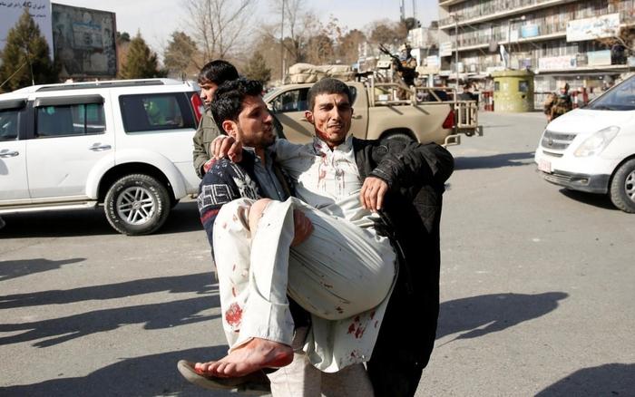 Afghanistan : des dizaines de morts après l'explosion d'une ambulance piégée