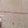 Citations peintes au murs à La Charité